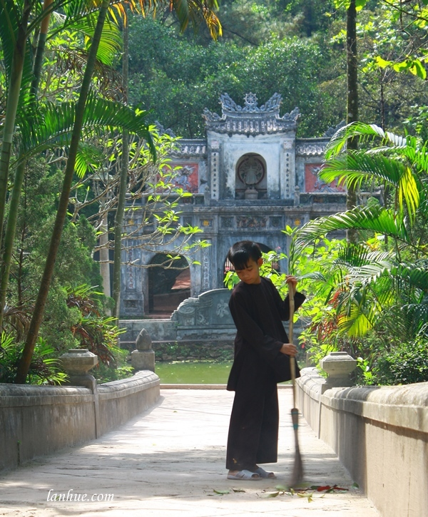 lan_hue_tu_hieu_pagoda_zen_monastery_9