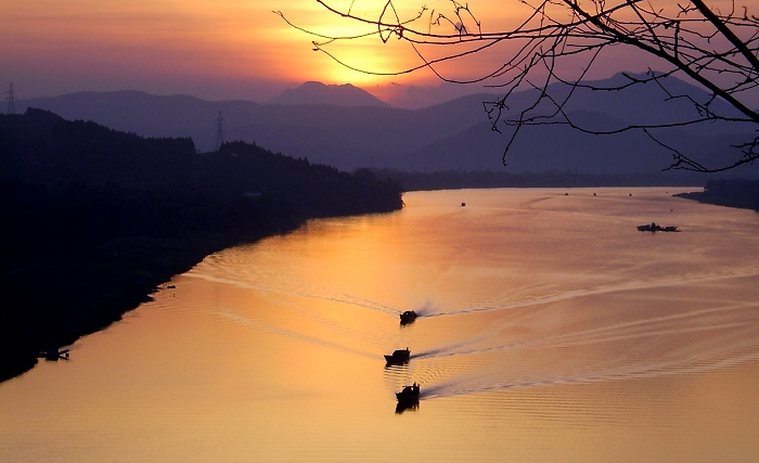 Sunset on Hương River from Vọng Cảnh Hill - one of my first pictures of the river