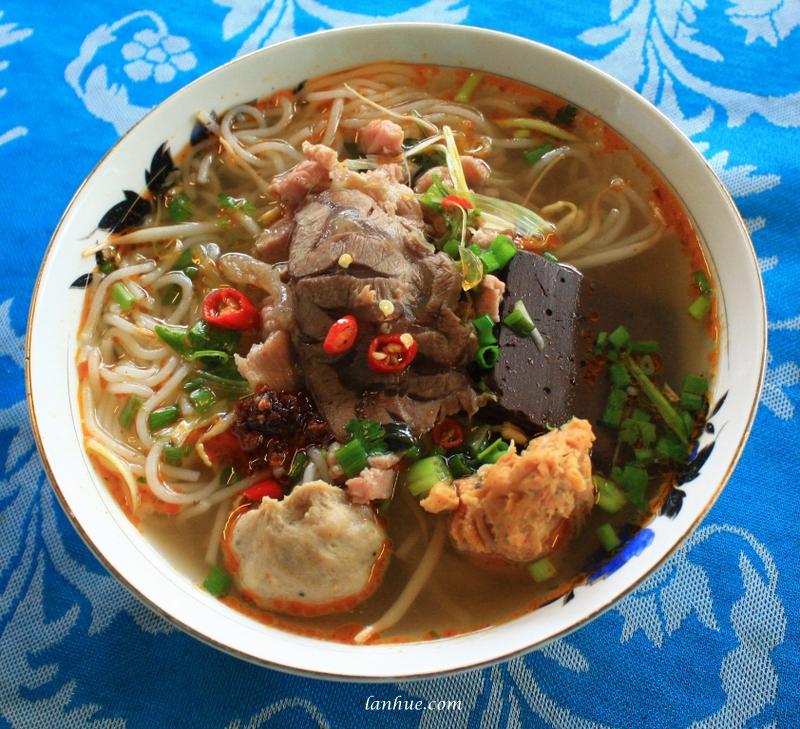 Huế beef noodles