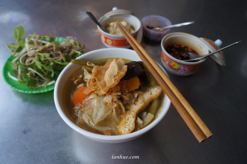 A bowl of vegetarian noodles