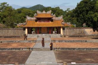 Hiển Đức Gate to the main temple at Hiếu Lăng