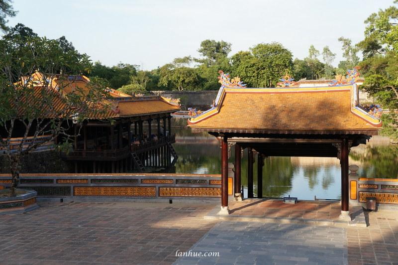 The pavilions on Lưu Khiêm Lake