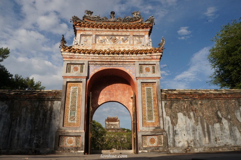 The gate looked from Emperor Tự Đức's grave
