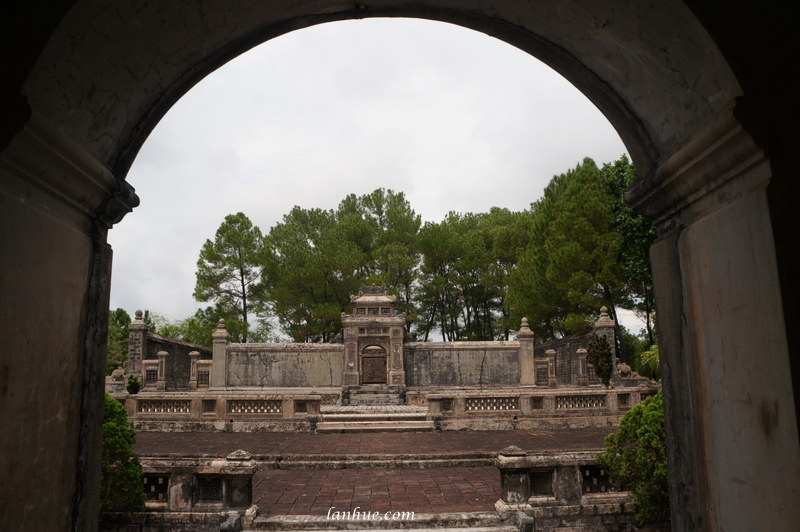 The grave of Emperor Đồng Khánh