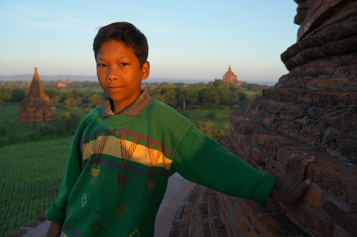 A horse-drawn carriage rider's assistant (Bagan, 2013)