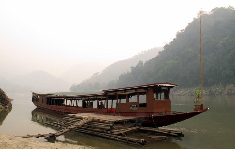 lan-hue-mekong-river-laos-1
