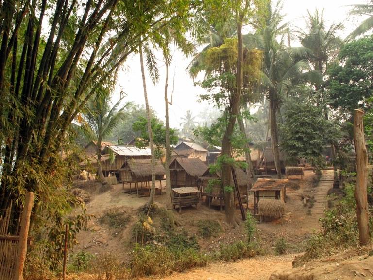lan-hue-mekong-river-laos-5