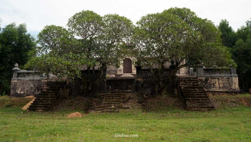 The tomb of Tư Minh