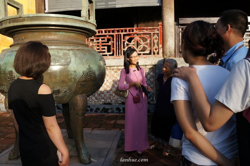 A tour guide in áo dài