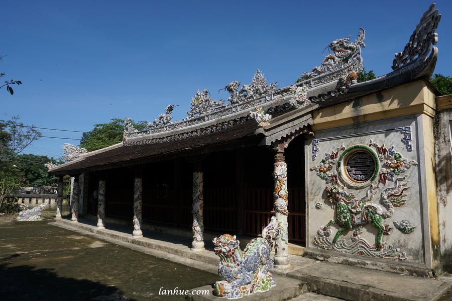 Lại Thế Village's communal house