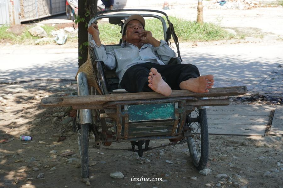 Noon nap, cyclo