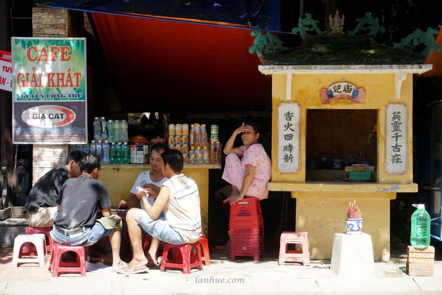 street life in Huế city