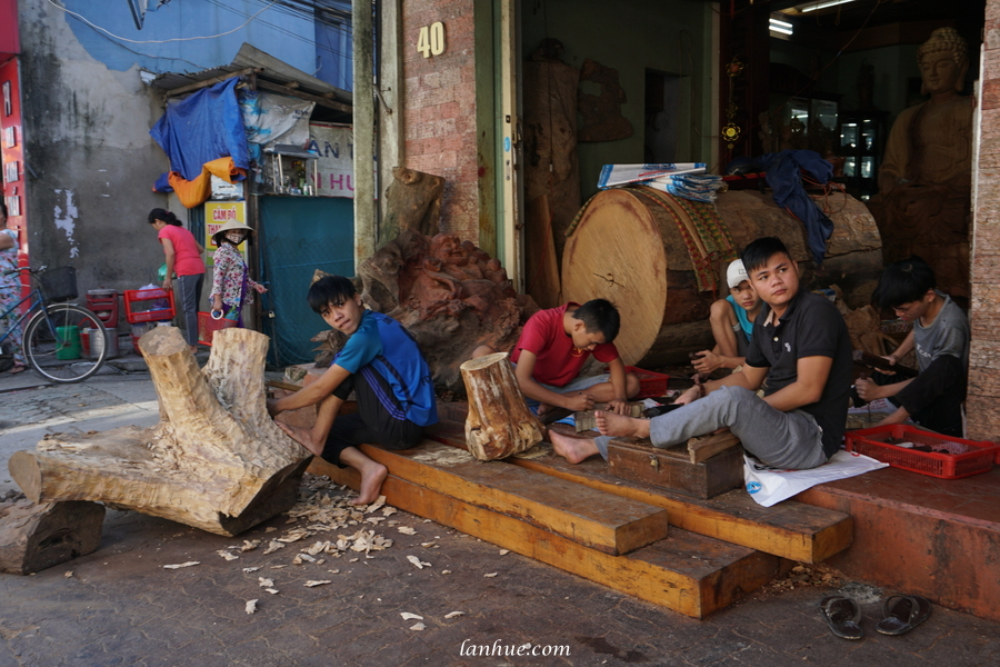 wood carving artisans