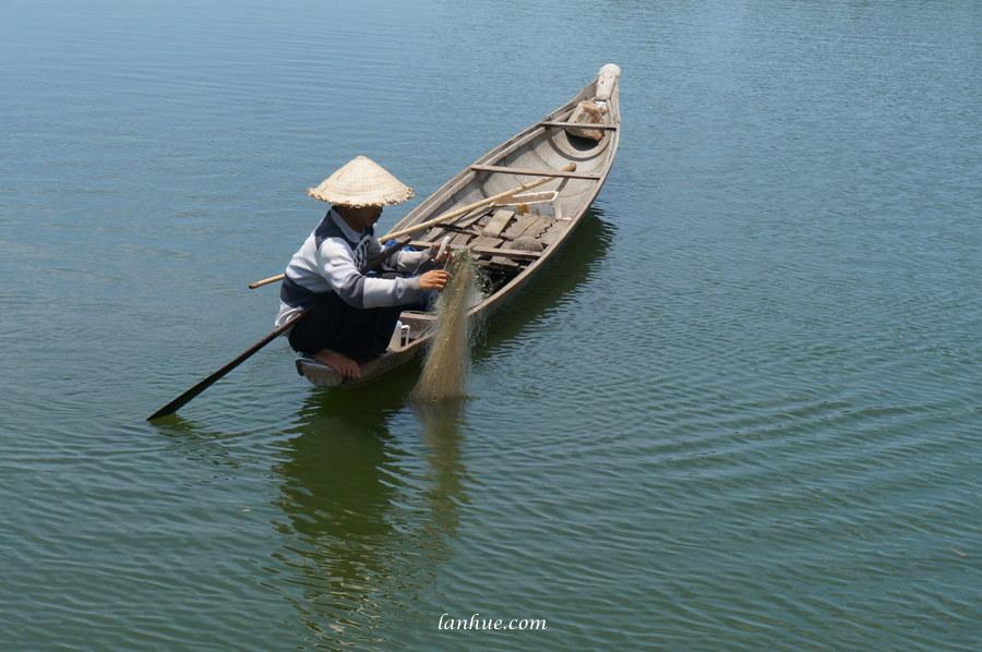 nón lá, fisherman