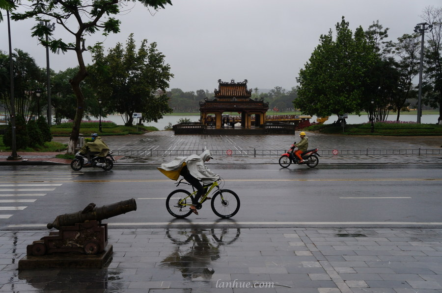 rainy day in Huế City