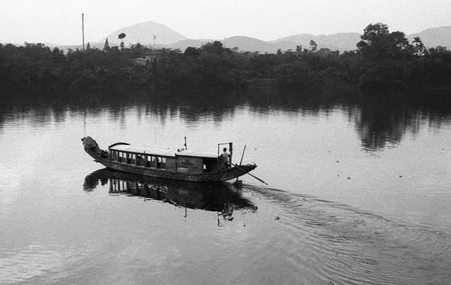 lan hue, huong river, dragon boat