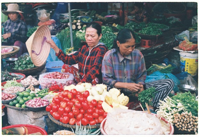 lan hue, dong ba market